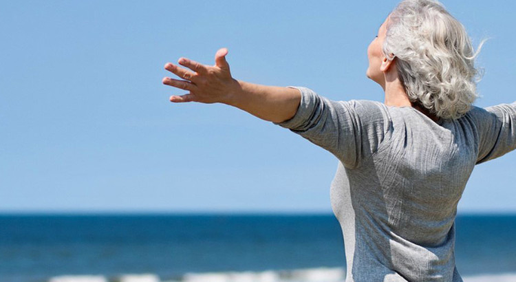 old-lady-joy-happy-beach2